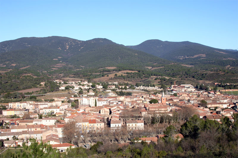 Vue du bourg de la commune de Saint-Chinian
